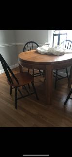 Round table expands to large oval