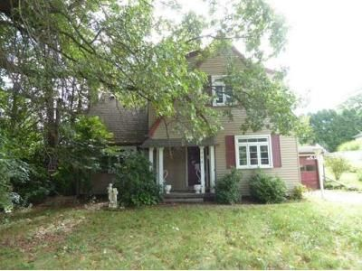 3 Bed 1.5 Bath Foreclosure Property in New Kensington, PA 15068 - Carl Ave