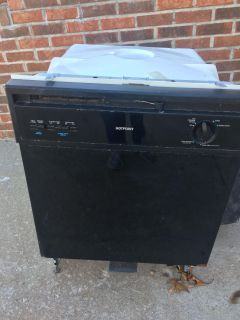 Free dishwasher...doubt if it works. Msg me for pick up location.
