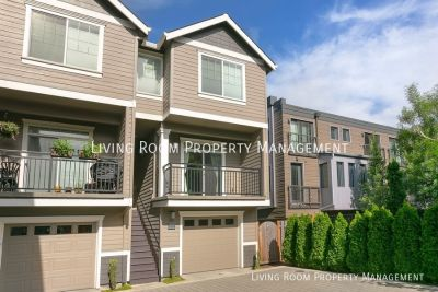 Beautiful 3BR Townhome with Garage, Private Outdoor Space and Central AC!