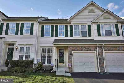 844 Geranium Dr Warrington Three BR, Beautiful townhouse located