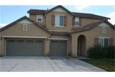 Bright San Jacinto, 3 bedroom, 4 bath for rent. Will Consider!