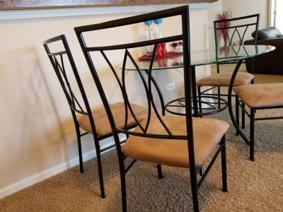 Dining table - glass , 4 chairs