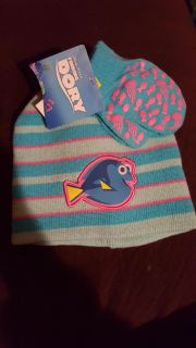 New! Finding Dory hat and mitten set