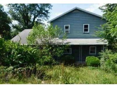 4 Bed 1 Bath Foreclosure Property in Temple, PA 19560 - Mount Laurel Rd