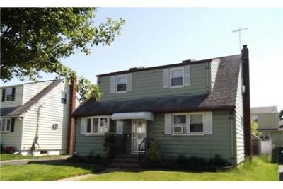 4 bed, 2 bath, safe neighborhood. Washer/Dryer Hookups!