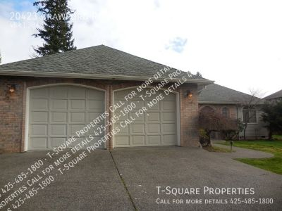 Spacious 4 bedroom home with modern kitchen!