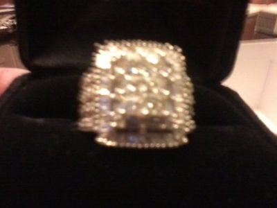 DIAMOND RING, 1.90CT TOTAL WEIGHT, SEVERAL LARGER ...