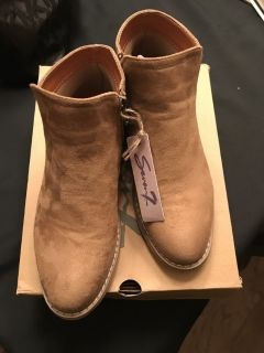 Ladies New Size 8 Sand Color Booties