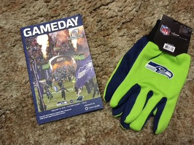 "*** Official ""GAMEDAY"" Program for the 2015 NFC Championship Game and Seahawks Gloves ***"