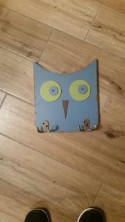 Super cute Owl with hooks. Very sturdy. Excellent condition! See additional photo to view back.