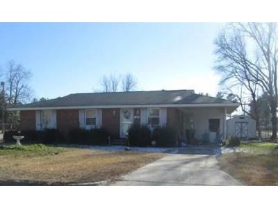 3 Bed 1 Bath Foreclosure Property in Lumberton, NC 28358 - E 14th St