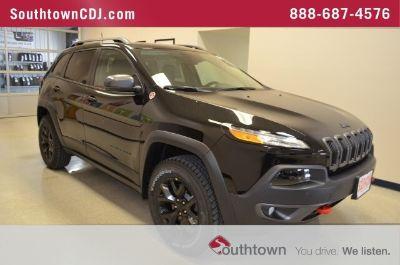2018 Jeep Cherokee Trailhawk (Diamond Black Crystal Pearlcoat)