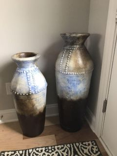 Set of two large vases