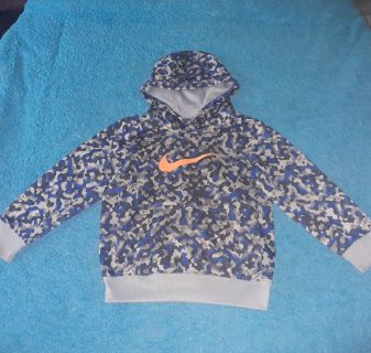 Nike brand Therma-fit size 4T, serious buyers only, it does have a few stains.