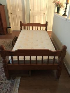 Twin Bed with 3 drawers underneath & Mattress