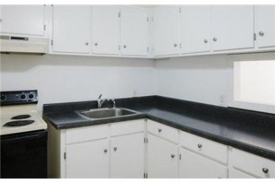 East Providence, Great Location, 2 bedroom Apartment. Cat OK!