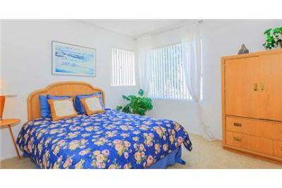 2 bedrooms Apartment - Located in the heart of, California. Pet OK!