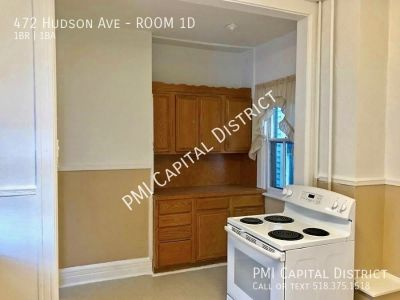Room for rent in spacious apartment!  W/in blocks to Colleges