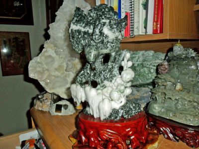 Beautiful 100% Natural DuShan Jade Hand Carved Statue Of a Eagle Perched