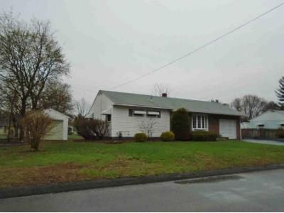 2 Bed 1 Bath Foreclosure Property in Fort Edward, NY 12828 - Bascom Dr