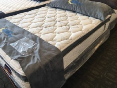 Pillow top mattress serta