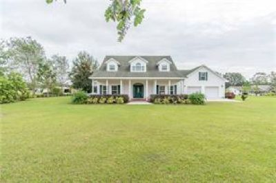 LIVE THE RELAXING COUNTRY LIFESTYLE BEAUTIFUL CUSTOM BUILT HOME