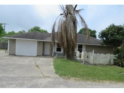 2 Bed 2 Bath Foreclosure Property in Port Arthur, TX 77642 - 8th Ave