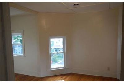 Bright Syracuse, 3 bedroom, 1 bath for rent. Offstreet parking!