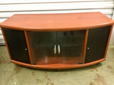 Rolling Wood Entertainment TV Stand / 42.5 l x 20.5 d x 20 t / Seabrook PU