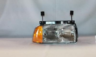 Sell CHEVROLET GMC S10 S15 SONOMA HEAD Light TYC Lamp RIGHT motorcycle in Grand Prairie, Texas, US, for US $51.11