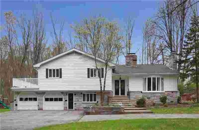 490 Angell RD Lincoln Four BR, Welcome home to this Tri-level w/