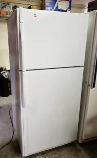 Very Nice, Clean Kenmore Refrigerator / Freezer - Delivery Available