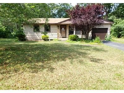 3 Bed 1 Bath Foreclosure Property in Mastic, NY 11950 - Aberdeen Dr