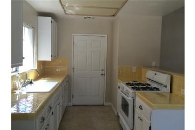 Townhouse with no sharing Walls has 4BR 4BA with 2 Master suites