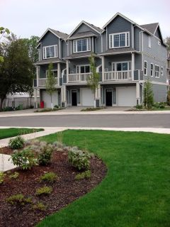 3BDRM 2.5BTH Menlo Gardens Condo built in 2009 End Unit,garage, gas FP, gas furnace and gas Stove!!!