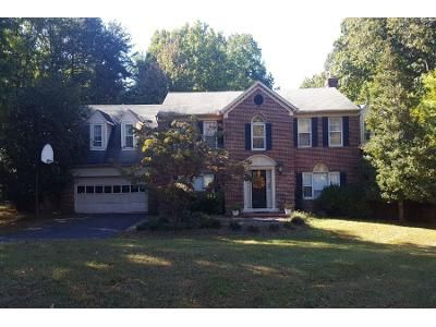 5 Bed 3.5 Bath Preforeclosure Property in Great Falls, VA 22066 - Old Holly Dr