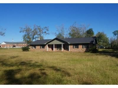 3 Bed 1.5 Bath Foreclosure Property in Ty Ty, GA 31795 - N Pickett St