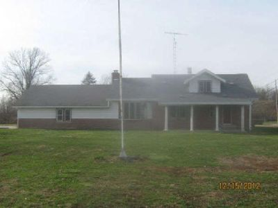 $74,900 Rr 2 Box 612, Linton, IN 47441