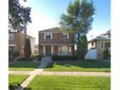 Three BR, Two BA, 1,600 sqft single-family house in Melrose Park