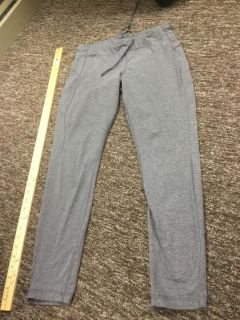 Women s size medium ankle length yoga pants in GUC, $3.00