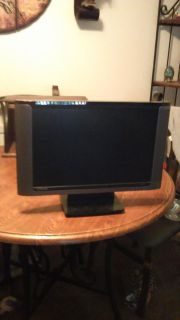 Flat screen computer monitor 19 inch with built-in speakers