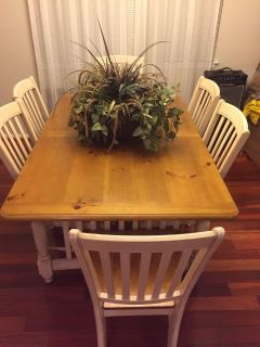 Dinner Table w/ 6 Chairs