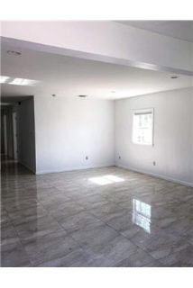 3 bedrooms House - Beautiful Main Floor Apartment With Master Suite.