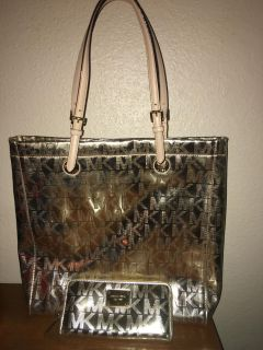 Micheal kors jet set tote with wallet color gold