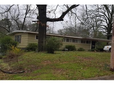1.5 Bath Preforeclosure Property in Little Rock, AR 72209 - Ivy Dr