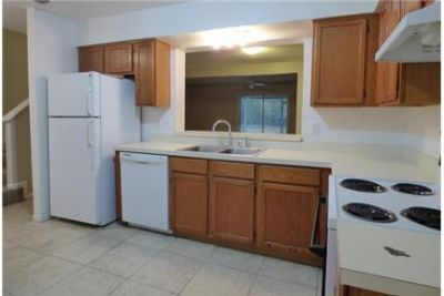 Townhouse only for $1,095/mo. You Can Stop Looking Now. Washer/Dryer Hookups!