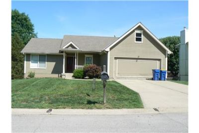3 bedroom-2 bath-2 car Garage-1705 Park LN-KEARNEY