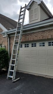 Werner 32 ft. Aluminum Extension Ladder w/ 250 lb. Load Capacity Type I Duty Rating & Quick-Click