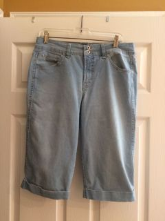 Light blue jean Bermuda shorts ladies size 10